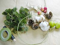 041207making_wreath1.jpg