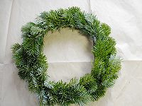 041207making_wreath3.jpg